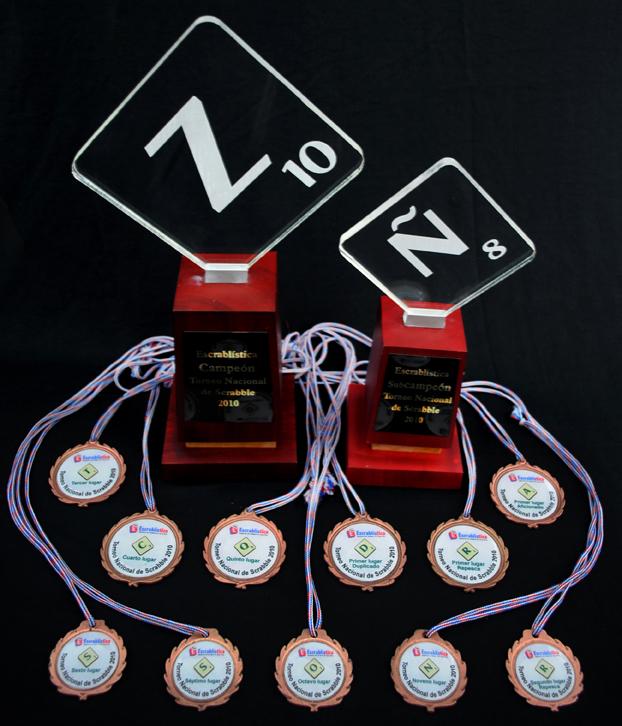 Trofeos y medallas de la premiación Torneo Nacional de Scrabble 2010