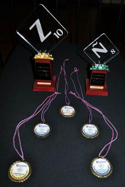 Trofeos y medallas de la premiación 2012.